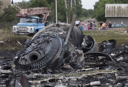 Hiện trường máy bay MH17 rơi ở Ukraine