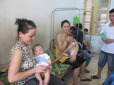 Nghệ An: Quá tải bệnh nhi sau nghỉ lễ vì nắng nóng hơn 40 độ C