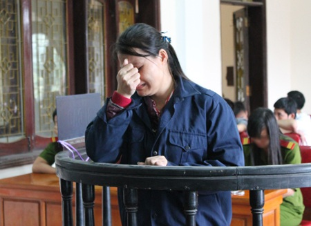 Lô Thi Loan khóc nức nở trước phiên tòa