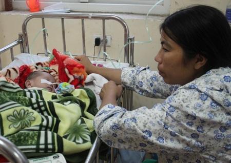 Đây là lần thứ 2 Vừ Bá Tồng đón Tết ở bệnh viên: Tết đến không mong gì cả, chỉ thương con thôi