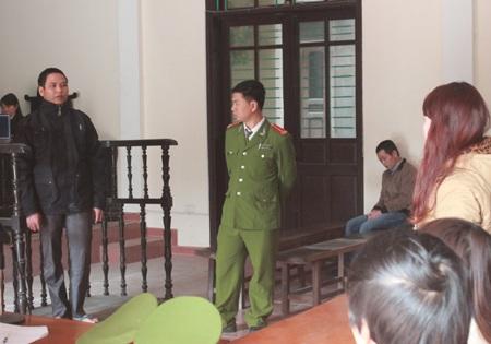 Nguyễn Văn Thi nói lời xin lỗi muộn màng tới thân nhân bị hại cũng chính là em họ của mình.