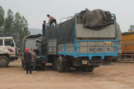 Các chủ phương tiện phải hạ tải để đưa xe ra lưu thông.