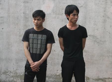 Nguyễn Văn Huy và Phạm Văn Tân tại nhà tạm giữ Công an huyện Nghi Lộc.