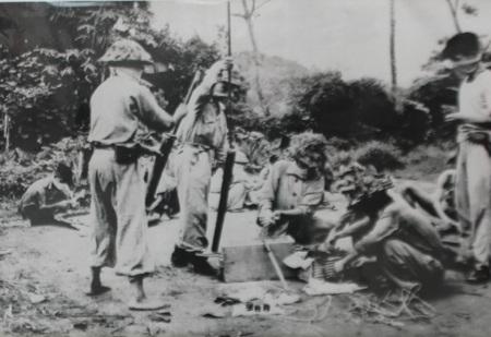 Các chiến sỹ đại đoàn 312 khẩn tưởng chuẩn bị cho trận tấn công cụm cứ điểm Him Lam ngày 13/3/1954.