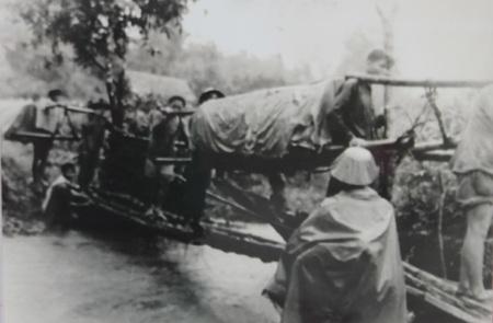 Nhân dân Thanh Hóa tiết kiệm lương thực phục vụ chiến dịch Điện Biên Phủ.