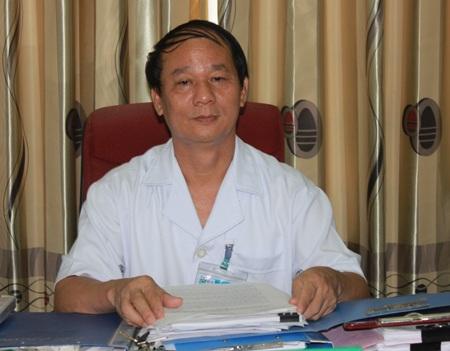 Ông Phan Văn Tư, Giám đốc Bệnh viện Sản nhi Nghệ An trao đổi với phóng viên.