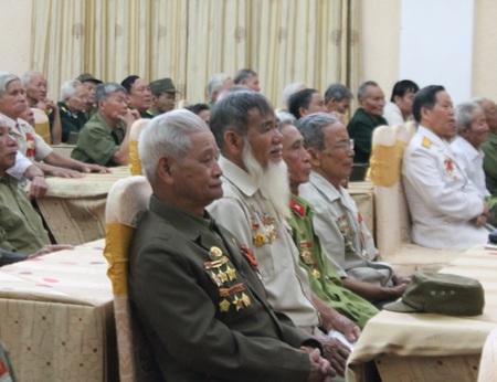 Các cựu chiến binh Điện Biên Phủ tại buổi gặp mặt.