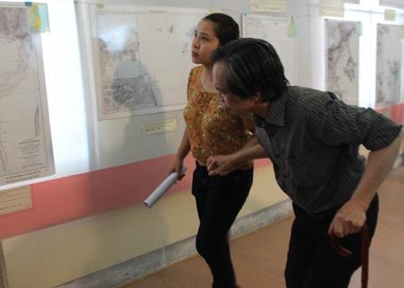 Ông Lê Quang Đạo - một khán giả đặc biệttới khai mạctriển lãm