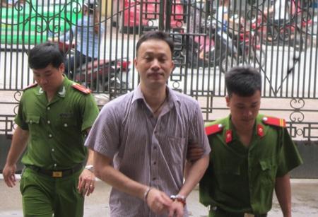Nguyên Phó trưởng phòng Đặng Nam Hải phải lĩnh mức án 20 năm tù cho cả hai tội danh.
