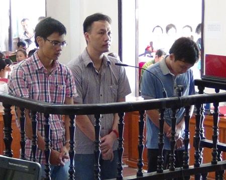 Các bị cáo Đặng Nam Hải, Nguyễn Tiến Dũng và Nguyễn Văn Phúc tại phiên tòa.