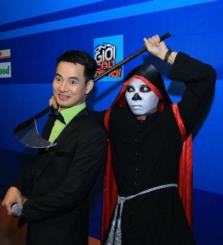 Trấn Thành, Việt Hương cùng với nghệ sĩ hài Tự Long cùng tạo dáng hài hước trước ống kính