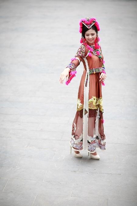 Vì vậy, cựu hoa hậu Việt Nam tỏ ra rất vinh dự và háo hức: