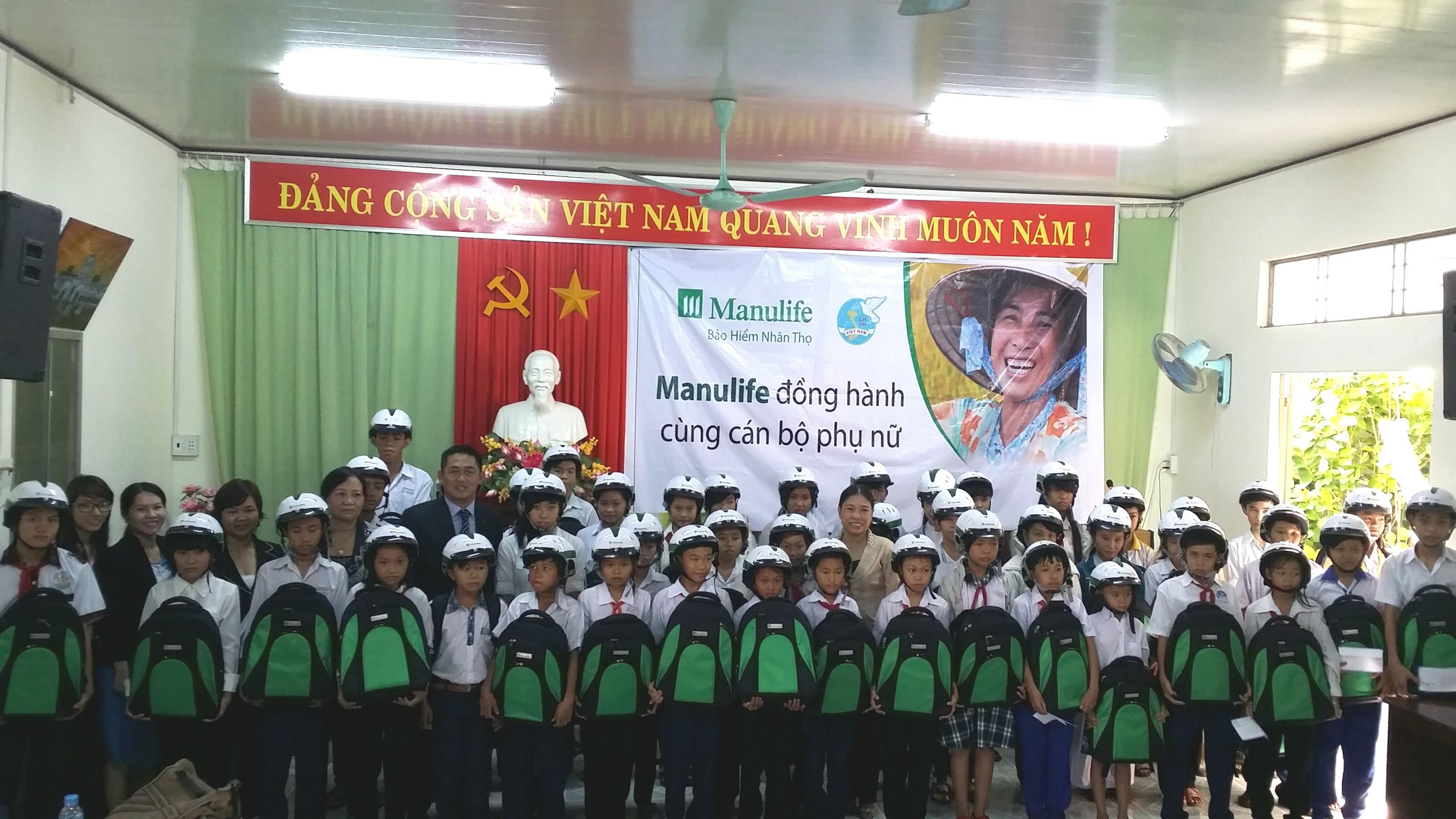Manulife đồng hành lan tỏa đến cùng cán bộ phụ nữ