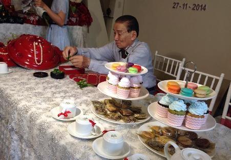 Ba của ca sĩ Lam Trường cẩn thận chăm chút từng chi tiết trong lễ vật rước dâu