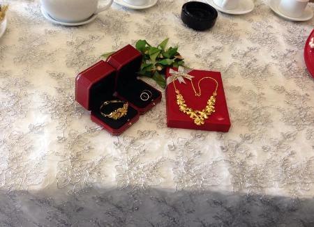 Cận cảnh bộ trang sức vàng làm sính lễ rước dâu
