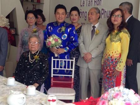 Lam Trường cùng những người thân trong gia đình của anh