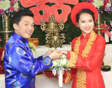 Cả hai trao nhẫn cưới chính thức trở thành vợ chồng