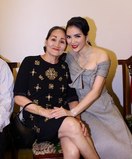Mẹ của Lý Nhã Kỳ cũng có mặt để cổ vũ cho con gái.