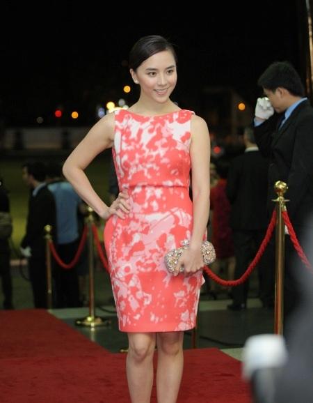 Á hậu Dương Trương Thiên Lý thu hút khi xuất hiện tại sự kiện