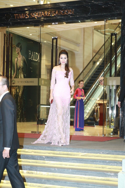 Cháu gái của Lam Trường, nữ ca sĩ Minh Thư xuất hiện trong chiếc dạ hội lộng lẫy.