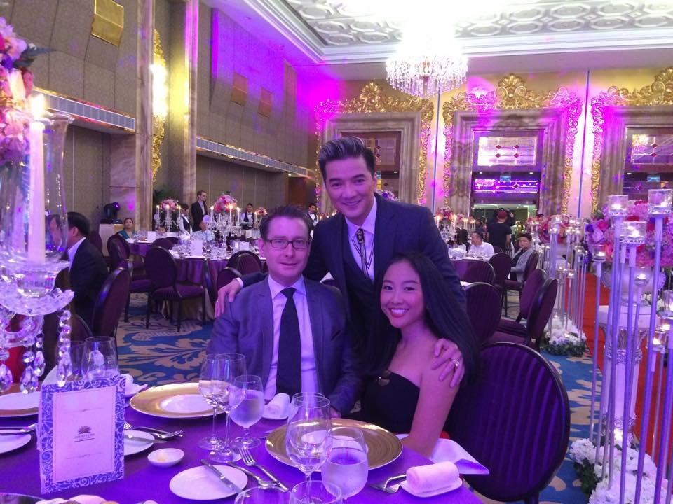 Vợ chồng ca sĩ Đoan Trang rạng rỡ bên Mr.Đàm