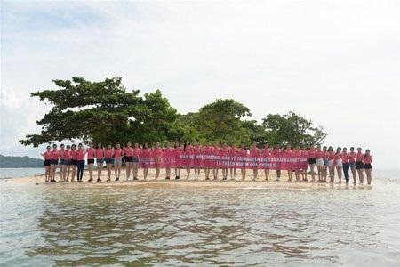 Các thí sinh HHVN tại Suối Tranh, Phú Quốc (video: T.H)