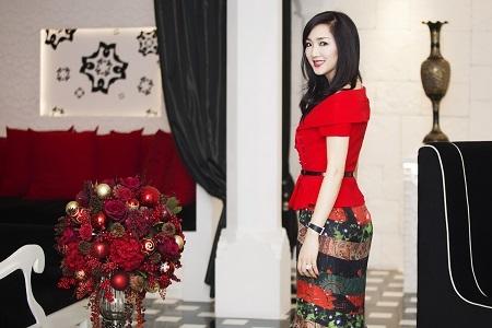 Hoa hậu Giáng My tươi trẻ đón chào Noel sớm