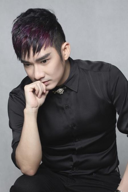 Nam ca sĩ Hà thành đã gửi tặng đến các khách mời nhiều bài hát trong album mới.