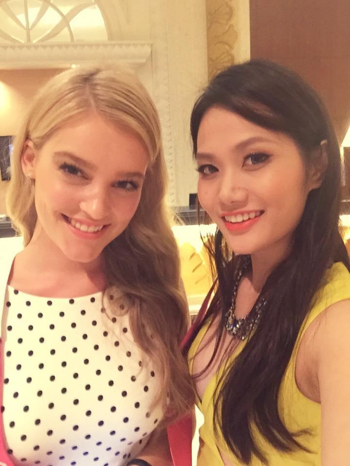 Diệu Linh cùng cô bạn cùng phòng người Úc.