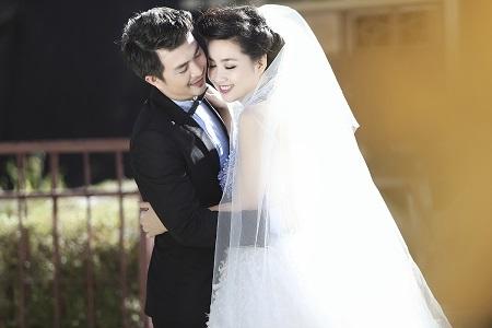 Trong trang phục cưới của Hoàng Hải và Xuân Lê, cô dâu Lê Khánh trở nên lộng lẫy và tỏa sáng.