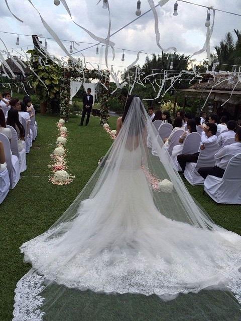 Công Vinh - Thủy Tiên hôn nhau say đắm trước ngày cưới