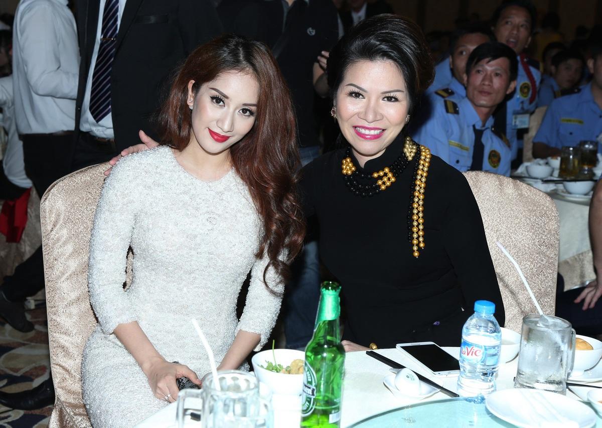 Hoa hậu 3 con khoe nhan sắc mặn mà bên Nữ hoàng Dancepost Khánh Thi