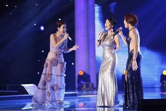 Người đẹp Lan Khuê nhận được sự cổ vũ nhiệt tình khi trình diễn catwalk.
