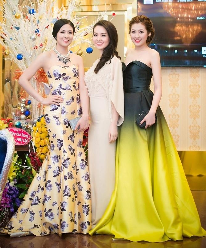 Ba người đẹp cùng diện trang phục dạ hội nhưng mỗi người thu hút bởi một vẻ khác nhau.