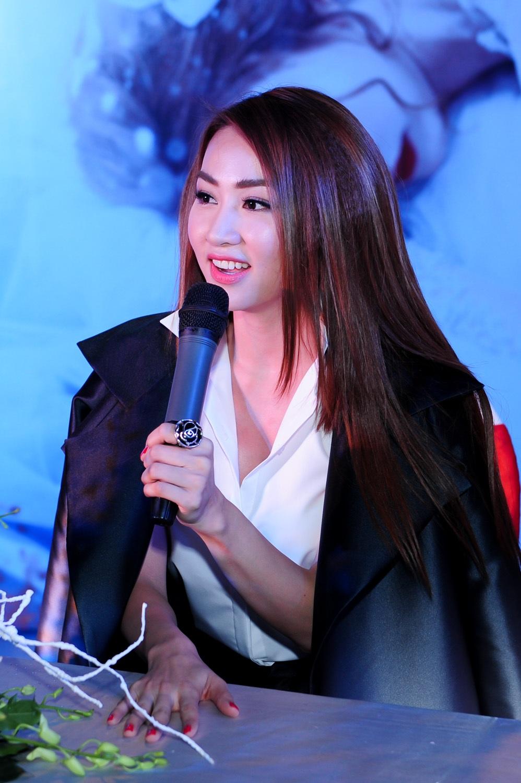 Ngân Khánh úp mở tin đồn giải nghệ sau đám cưới