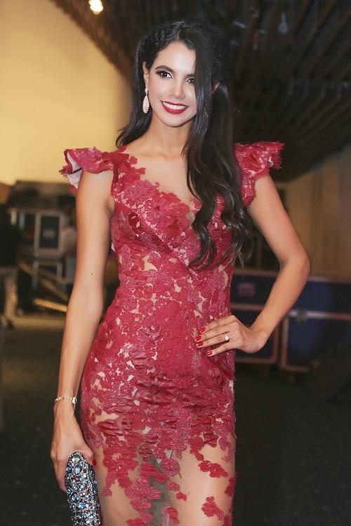 Hoa hậu Ivian Sarcos cũng đã hoàn thành trọn vẹn vai trò giám khảo danh dự trong đêm chung kết.