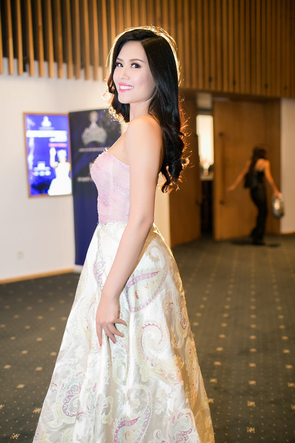 Nguyễn Thị Loan - Top 25 Hoa hậu Thế giới 2014 cũng nổi bật không kém trong đêm chung kết.