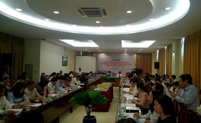 Các đại biểu thảo luận sôi nổi tại buổi tọa đàm diễn ra tại TPHCM, ngày 21/1/2015 (Ảnh: T.Hòa)