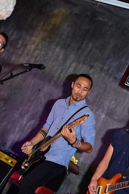 Phá cũng là album mới nhất mà anh chàng rocker Phạm Anh Khoa đã cho ra mắt vào ngày hôm qua 13/1.