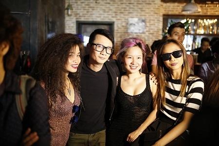 Ca sĩ Hoàng Bách cùng Mai Khôi, Đồng Lan và Su Boi cũng có mặt chung vui cùng Phạm Anh Khoa.