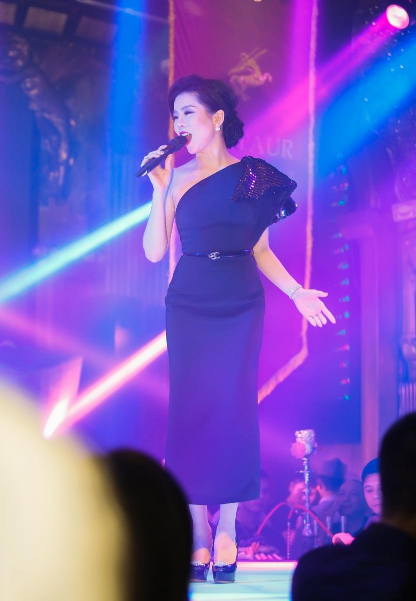 Vì ít khi hát ở thủ đô nên lần này, Lệ Quyên được khán giả yêu cầu rất nhiều bài hát.