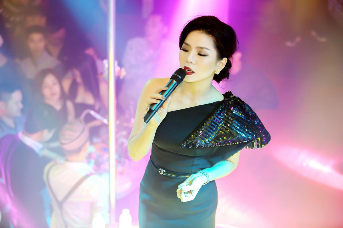 Nữ ca sĩ đã dành tặng cho người hâm mộ những ca khúc hit gắn liền với tên tuổi của mình như