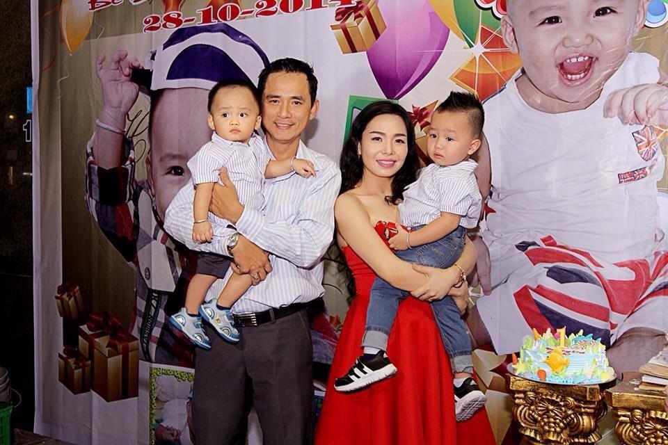 Tổ ấm tràn đầy hạnh phúc bên ông xã và 2 cậu con trai bé nhỏ của Mã Lý Thiên Kim.