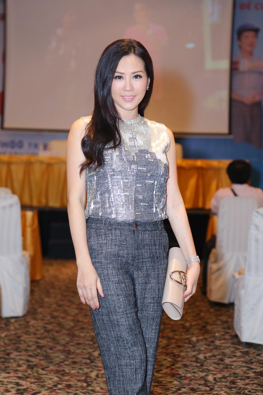 Hoa hậu Thu Hoài xuất hiện trẻ đẹp tại sự kiện.