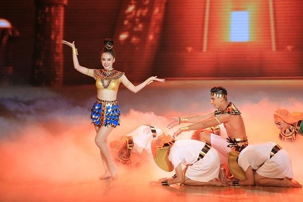 Sự nỗ lực của cô nàng đã nhận được rất nhiều lời khen ngợi từ ban giám khảo.