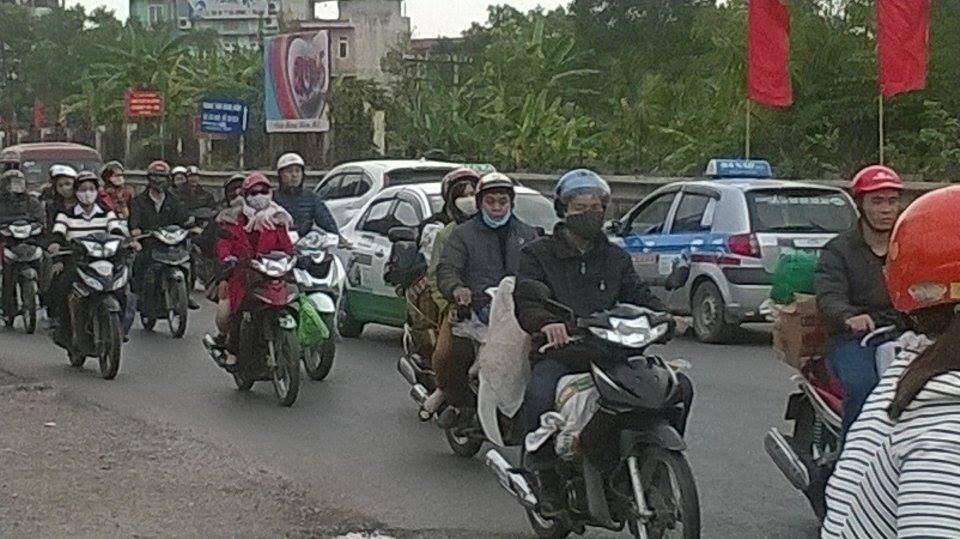 Người dân tấp nập trở lại Hà Nội sau kỳ nghỉ Tết