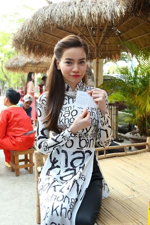 Trong dịp này, Hà Hồ cũng đã dành những lời chúc xuân may mắn và hạnh phúc đến mọi nhà.
