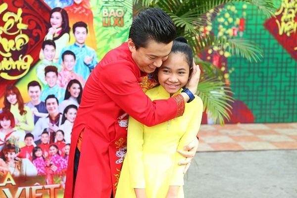 Lam Trường và học trò tại The Voice Kids hớn hở khi gặp lại nhau tại hội xuân