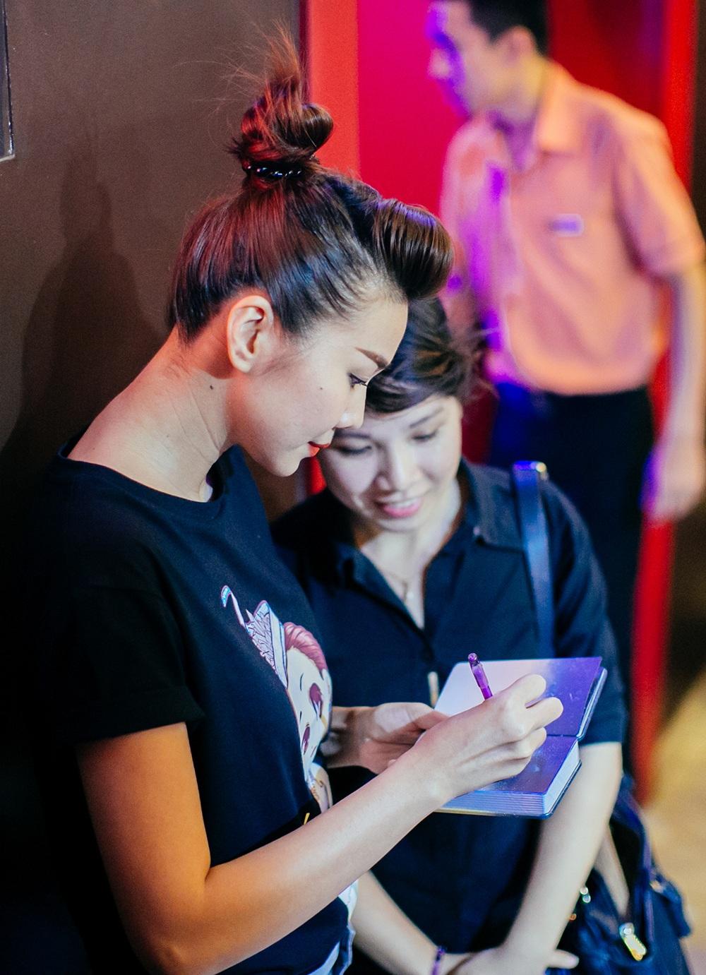Ngay khi xuất hiện ở rạp phim, Thanh Hằng đã nhận được sự quan tâm của các fan.