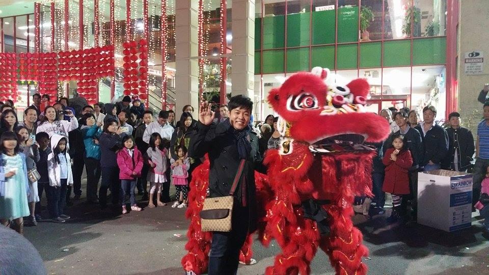 Múa lân sư rồng cũng là nét văn hóa không thiếu ở đây trong dịp Tết